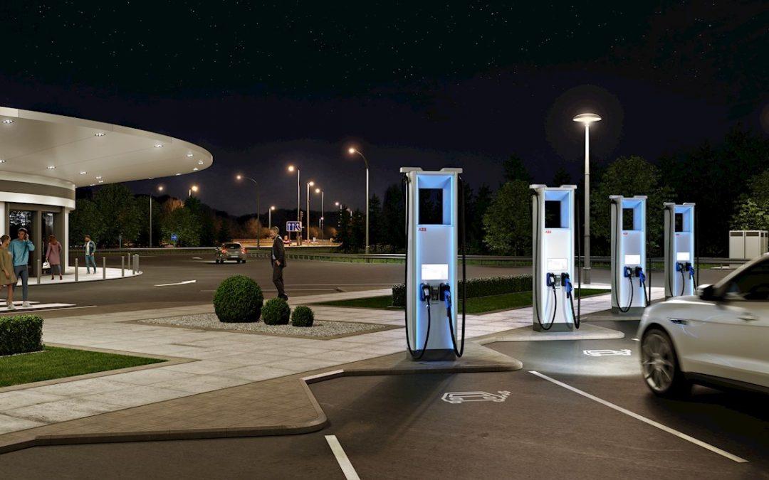 ABB presenta un cargador Terra HP evolucionado, ideal para carga en autopistas y en flotas de vehículos eléctricos.